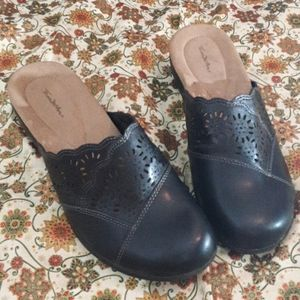 Like new. Thom McAn. Clogs. Size:10 1/2